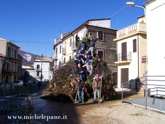 La fòcara di Casenove appena ultimata - 24 dicembre 2011