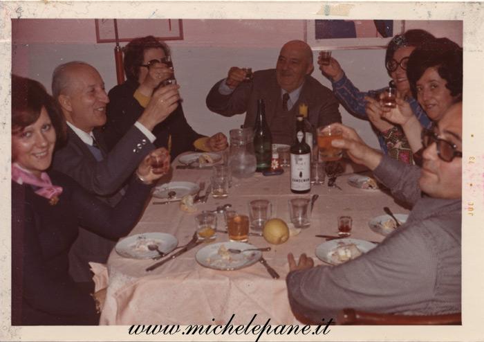 Felice Costanzo con Libertà e Oronzo e figlie, luglio 1973