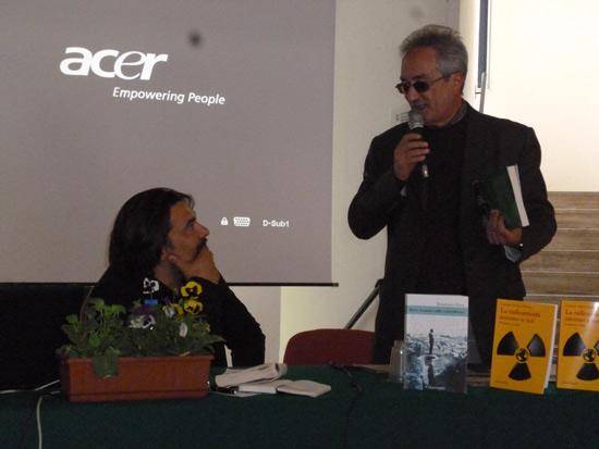 Dara e Musolino con la copia di «Michele Pane. La vita»